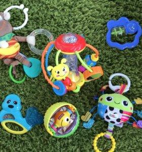 Набор игрушек для малышей