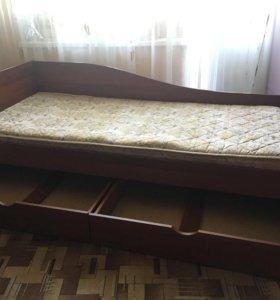 Полки, кровать