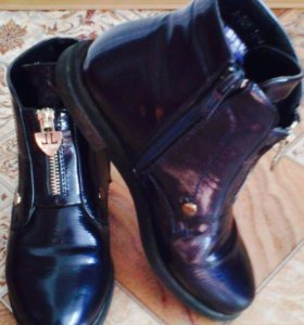 Ботинки лак р.34 осень