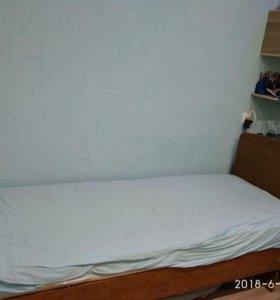 Кровать полутораспальная. Длина 2 м, ширина 85 см