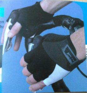 Перчатки спортивные.
