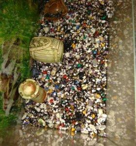аквариум с грунтом и керамическими домиками