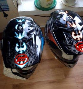 Шлема  4 обычных. И 2 Cf moto.