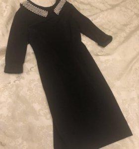 Платье делового стиля с воротником из жемчуга