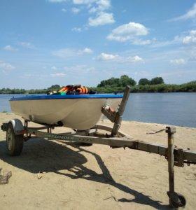 Пластиковая лодка с прицепом