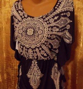 Блуза-туника свободного размера.