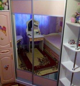 Шкаф-купе с компьютерным столом
