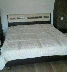 Кровать двухспальная с двумя тумбочками