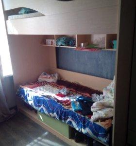 Кровать и шкафы