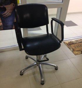 Парикмахерское кресло новое