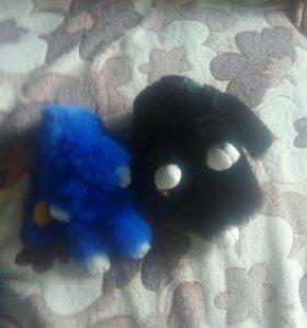 Кролики черный и синий