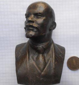 Бюстик Ленина и медаль