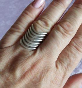Кольцо серебро.