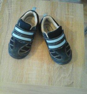 Кроссовки на мальчика ,25 размер