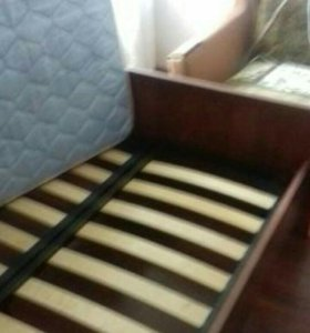 Продам кровать двухспальную и матрас