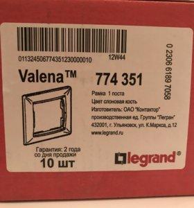 Рамки для розеток Valena Legrand новые