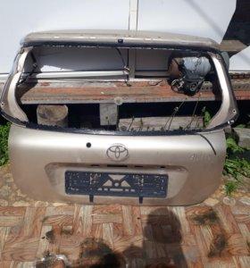 Задняя дверь Toyota Allex, corolla, runx.