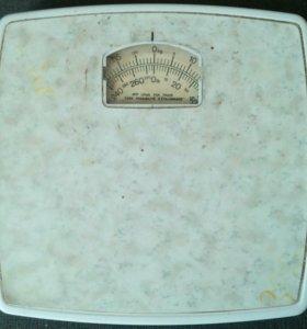 Весы напольные до 130 кг.