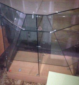 Набор стеклянных витрин и выставочных стеллажей