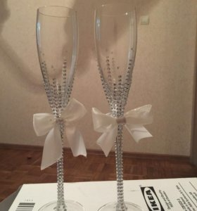Свадебные бокалы и бутылки