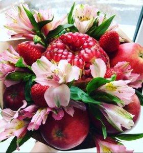 Вкусный букет из фруктов и цветов