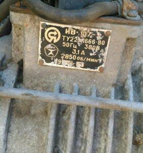 Двигатель на зернодробилку