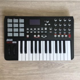 MIDI клавиатура Akai Pro MPK25