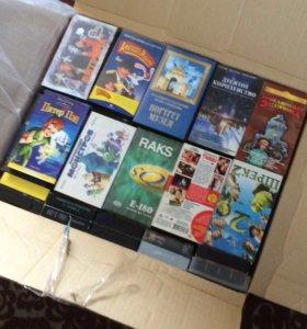 VHS кассеты и DVD две коробки