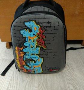 Рюкзак школьный Hummingbird T62 Graffiti