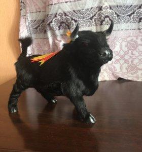 Фигура быка из натурального меха