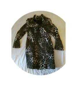 Пальто в идеальном состоянии за шоколадку.