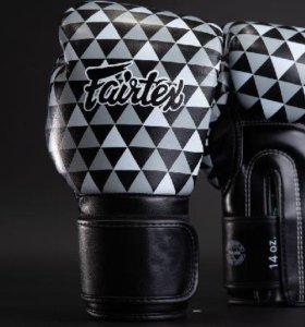Боксерские перчатки Fairtex BGV14 Black Prism 12oz