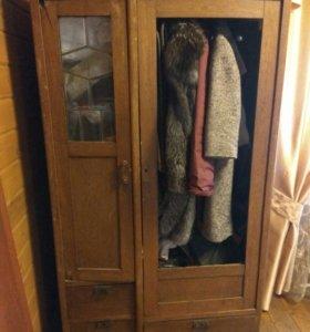 Шкаф дубовый старинный