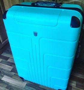 Пластиковый чемодан XL новый