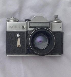 Плёночная зеркальная камера Зенит-Е (торг)