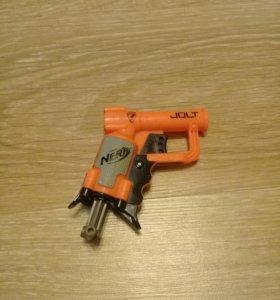 Маленький пистолет нёрф
