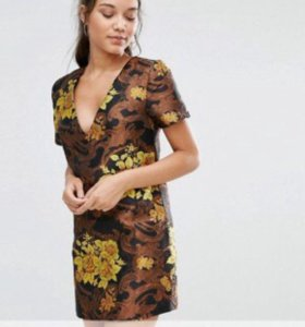 Цельнокройное платье из парчи