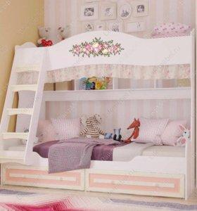Новая двухъярусная кровать с матрацами