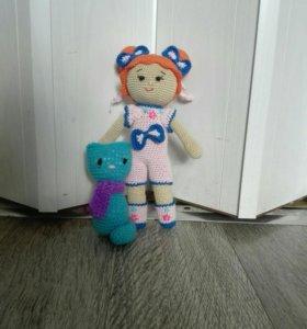Дерзкая девчонка куколка вязаная с кошкой