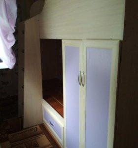 Продается двухярусная кровать с вещевым шкафом