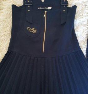 Комплект школьной формы,сарафан+юбка+2блузы