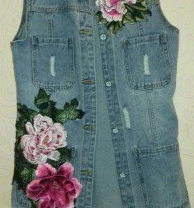 Удлинённая джинсовая жилетка р-р 42-44