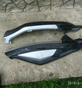 Пластик боковой на скутер Benelli и Skif