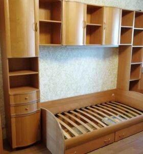 Мебель в детскую - кровать и стенка