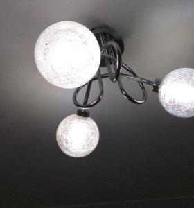 Люстра потолочная, три лампочки в комплекте