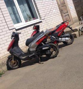 Продаю скутер Stels150