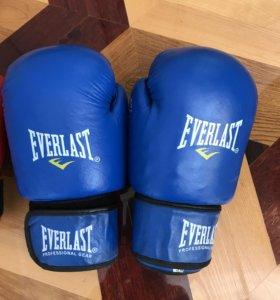 Перчатки для бокса.