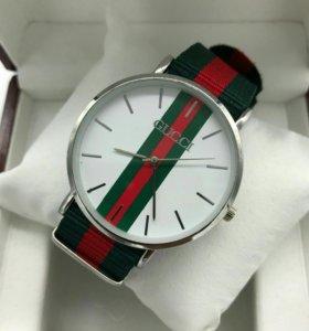 Модные женские часы Gucci