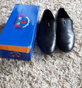 Школьные туфли размер 39