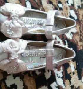 Продам красивые туфельки для принцессы